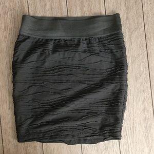 Black ruffle mid rise skirt